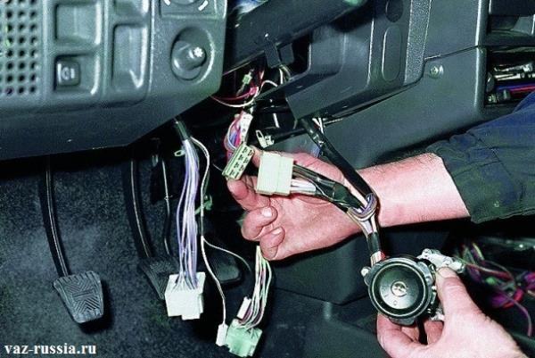 Разъединение колодки проводов и электрического разъёма