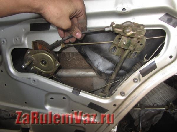 замена заднего механического стеклоподъемника на ВАЗ 2114 и 2115