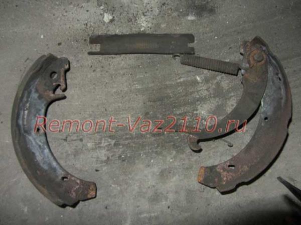 задние тормозные колодки ВАЗ 2110-2112
