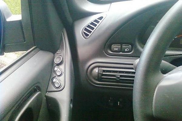 Установка джойстика регулировки зеркал на водительскую дверь Шевроле Нива (ВАЗ 2123)