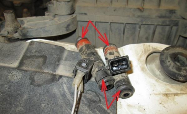 Размещение уплотнительных колец на форсунках 8-клапанного двигателя Лада Гранта (ВАЗ 2190)