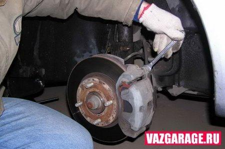 Замена тормозных дисков в Ладе Гранта