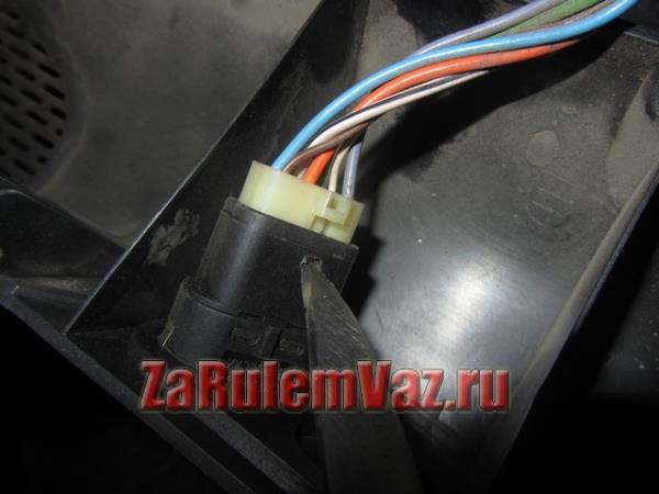 штекер питания кнопки стеклоподъемника ВАЗ 2114 и 2115