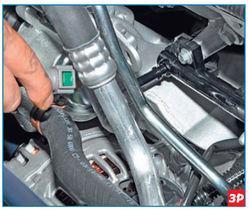 Снятие наконечника топливной трубки со штуцера топливной рампы Lada Largus