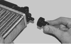 snjatie-zamena-ustanovka-radiatora-sistemy-okhlazhdenija-lada-priora 25