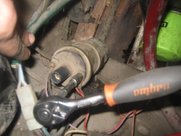 открутить провода катушки зажигания на ВАЗ 2107