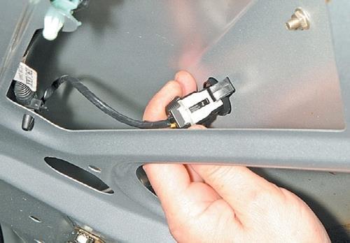 Заменяем лампу фонаря освещения номерного знака Lada Priora Автомобильный портал