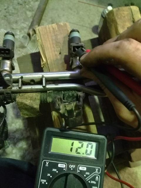 Измерение сопротивления обмотки топливной форсунки двигателя Лада Гранта (ВАЗ 2190)
