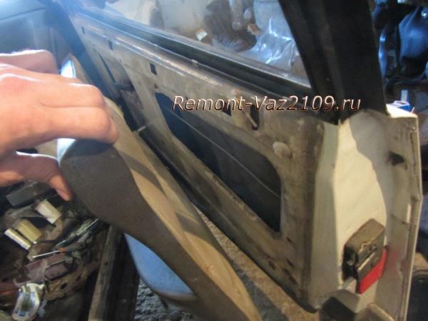 снятие обшивки передней двери на ВАЗ 2109-2108