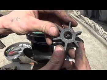 На фото - Ремонт охлаждения лодочного мотора (Замена крыльчатки)