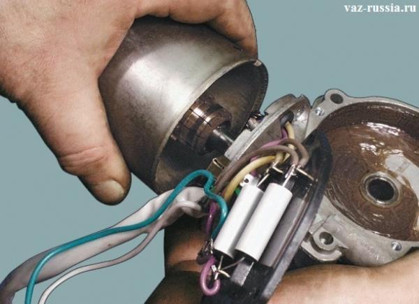 Отсоединение корпуса редуктора от корпуса электродвигателя