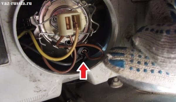 Стрелкой указана лампочка габаритного света