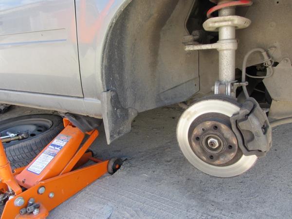 снятие переднего колеса на Приоре