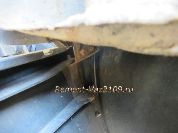 крепление переднего бампера ВАЗ 2109-2108 к крылу автомобиля