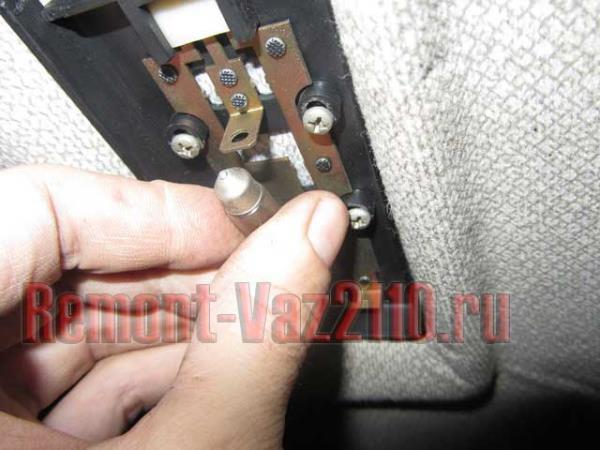 замена лампочки подсветки салона на ВАЗ 2110