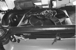 snjatie-zamena-ustanovka-radiatora-sistemy-okhlazhdenija-lada-priora 06