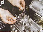 Замена маслоотражательных колпачков клапанов.