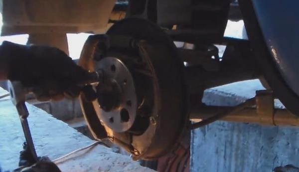 Самостоятельна замена редуктора заднего моста на ВАЗ 2107