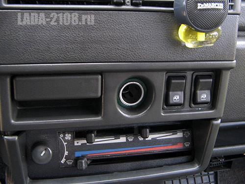 Кнопки стеклоподъемников на своем штатном месте в ВАЗ-2108