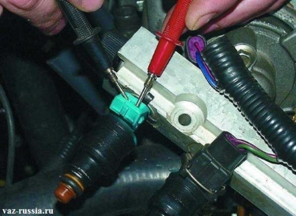 Подсоединение контактов «омметра», к электрическому разъему