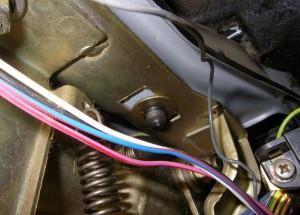 Снятие кожуха рулевой колонки, переключателей и замка зажигания №2