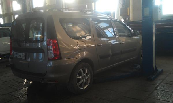 Установка на подъемник автомобиля Lada Largus