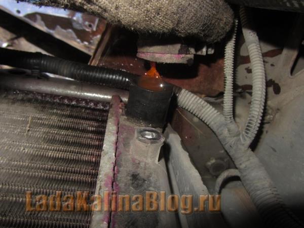 как снять нижний патрубок системы охлаждения на Калине
