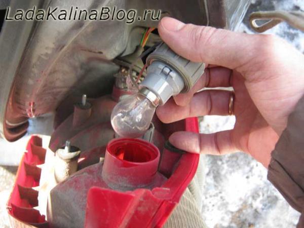 замена лампы стоп-сигнала на Калине