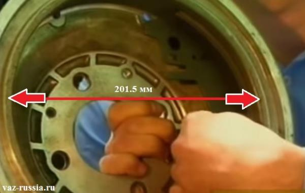 На фотографии показан внутренний диаметр тормозного барабана