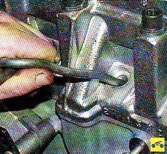 Замена маслосъёмных колпачков