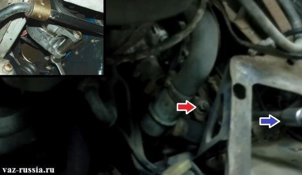 Две гайки которые крепят генератор в верхней и в нижней части