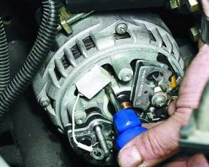 Особенности замены щёток генератора ВАЗ 2108