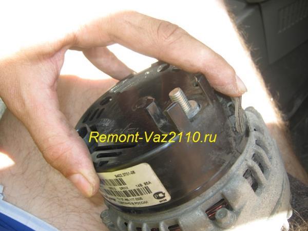 снятие крышки с генератора на ВАЗ 2110-2112