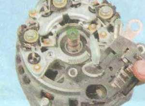 Проверка и замена регулятора напряжения на генераторе Лада Гранта