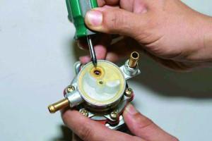 Фото ремонта механического топливного насоса, redmotor.ru