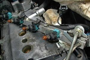 На фото - топливная рампа с форсунками ВАЗ 21093, ch.pp.ru