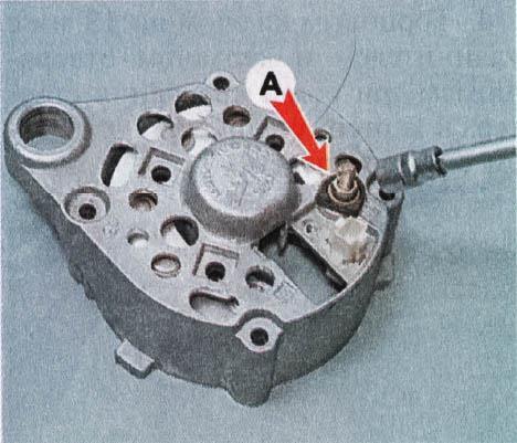 snjatie-proverka-remont-zamena-ustanovka-generatora-peremennogo-toka-vaz-classic 34
