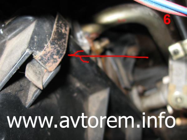 Снимаем кожух радиатора печки на автомобиле ВАЗ-2101, ВАЗ-2107, ВАЗ-2106