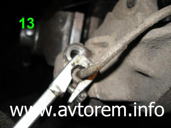 Откручиваем тормозную трубку на автомобиле ВАЗ-2101, ВАЗ-21011, ВАЗ-2102, ВАЗ-2103, ВАЗ-2104, ВАЗ-2105, ВАЗ-2106, ВАЗ-2107, Жигули