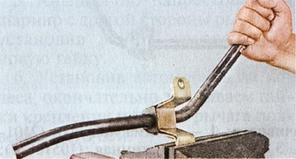 snjatie-zamena-ustanovka-detalej-stabilizatora-poperechnoj-ustojchivosti-vaz-classic 10