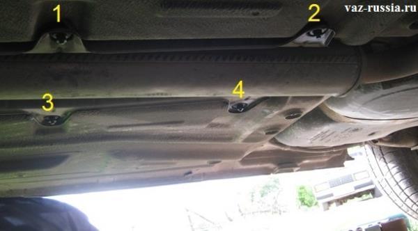 Четыре гайки крепящие металлический кожух который защищает механизм ручника от попадания на него грязи