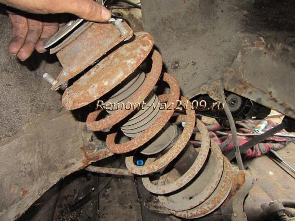 замена передних стоек на ВАЗ 2109-2108 своими руками