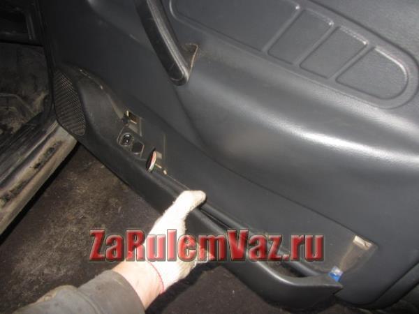 как снять подиум передней обшивки двери на ВАЗ 2114 и 2115