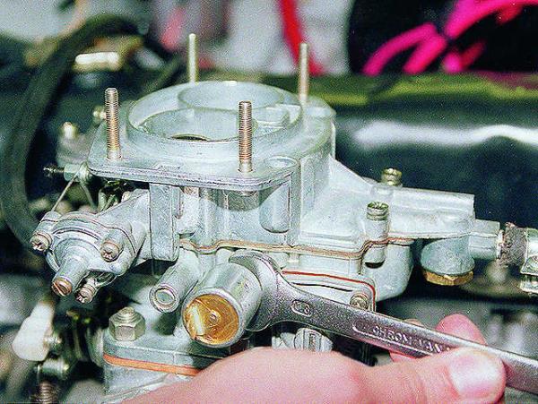 Замена электромагнитного клапана системы холостого хода. ВАЗ 2106, 21061 (Жигули)