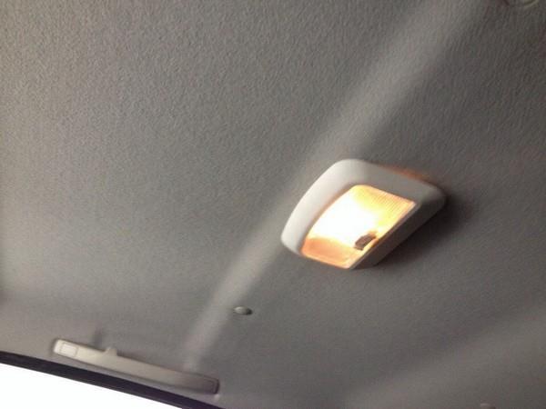 Установка дополнительного плафона освещения в салон Лады Гранта