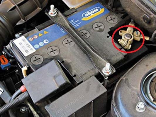 Размещение минусовой клеммы аккумуляторной батареи Лада Гранта (ВАЗ 2190)