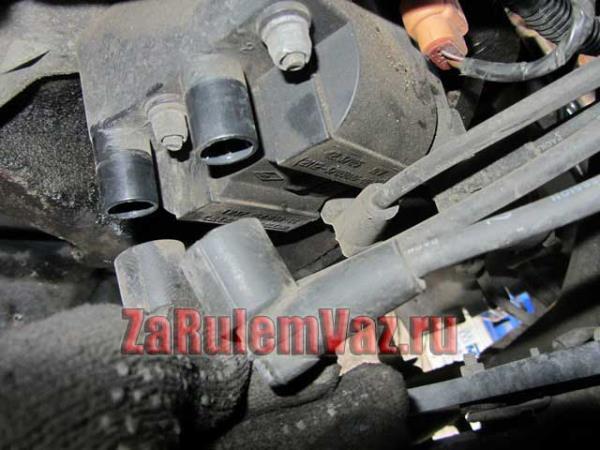 отсоединить свечные провода от катушки зажигания на ВАЗ 2114 и 2115