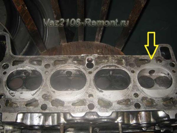 очистка ГБЦ от следов старых прокладок на ВАЗ 2106