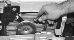 snjatie-zamena-ustanovka-radiatora-sistemy-okhlazhdenija-lada-priora 15