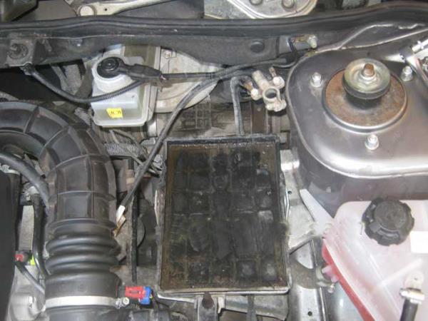 снятый аккумулятор на ВАЗ 2110